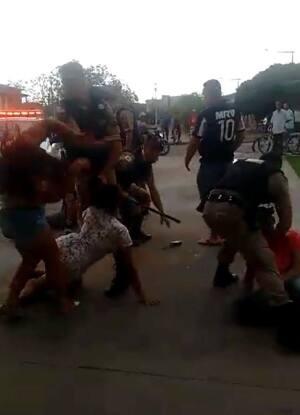 PM contém briga derrubando mulheres com tapas em Salinas  veja vídeo ... 699a5a3ed1fa6