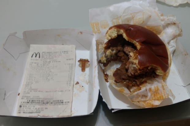 Menino quase engole parafuso que estava em hambúrguer do McDonald s ... cd7b7bad344