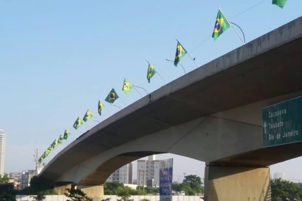 Dória autoriza instalação de bandeiras do Brasil em pontes de São ... bd9de2c3c9cde