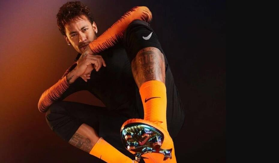 9485f79f98 Conheça as chuteiras que Neymar e Messi vão usar na Copa do Mundo ...