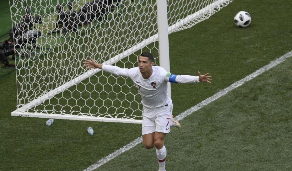 Cristiano Ronaldo vs Marrocos - Copa do Mundo Rússia 2018. Foto  AFP PHOTO    Juan Mabromata 1fa0f31d70569
