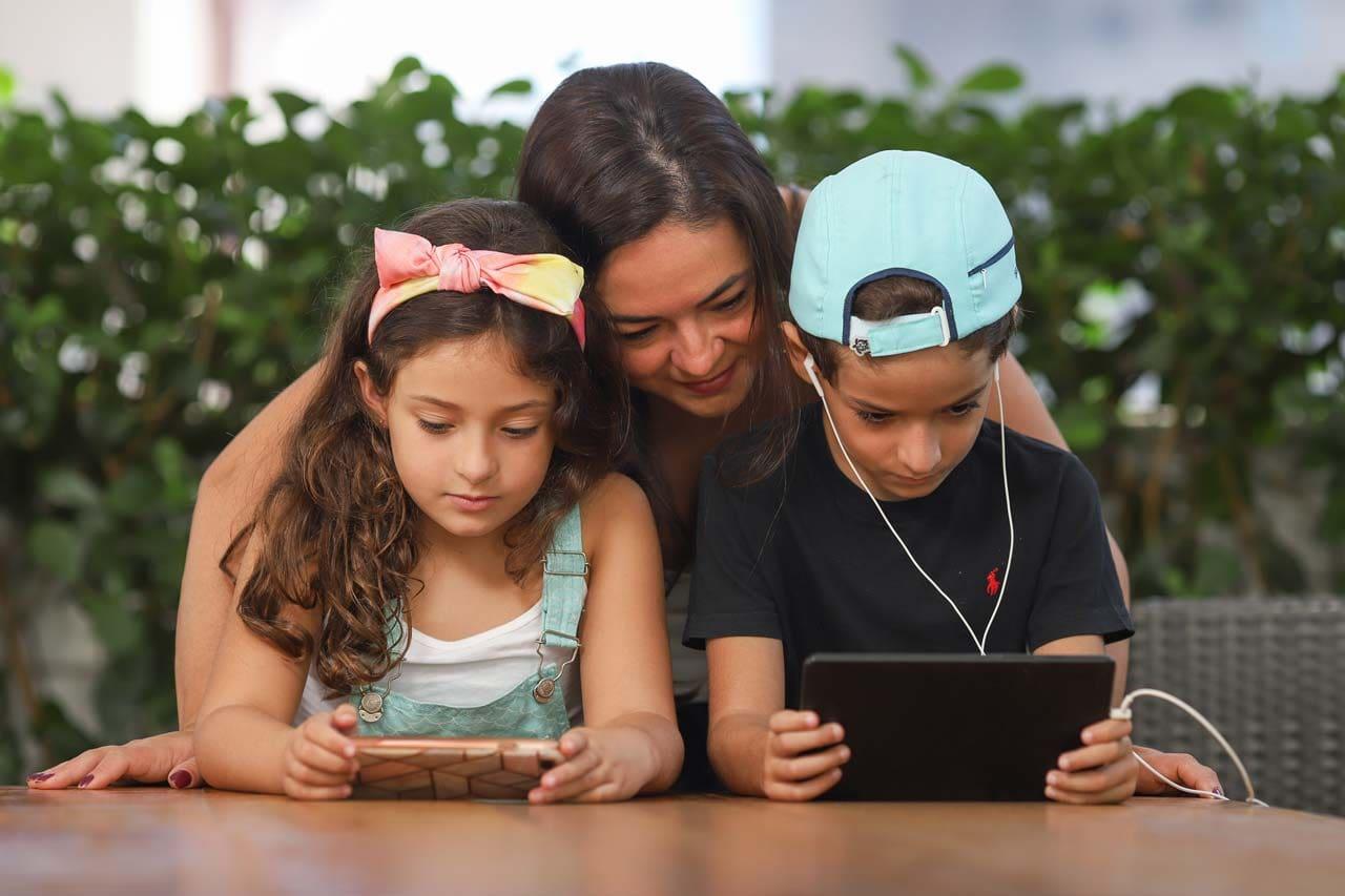 Fernanda Fonseca e os filhos Gabriela, 6, e Raphael, 8