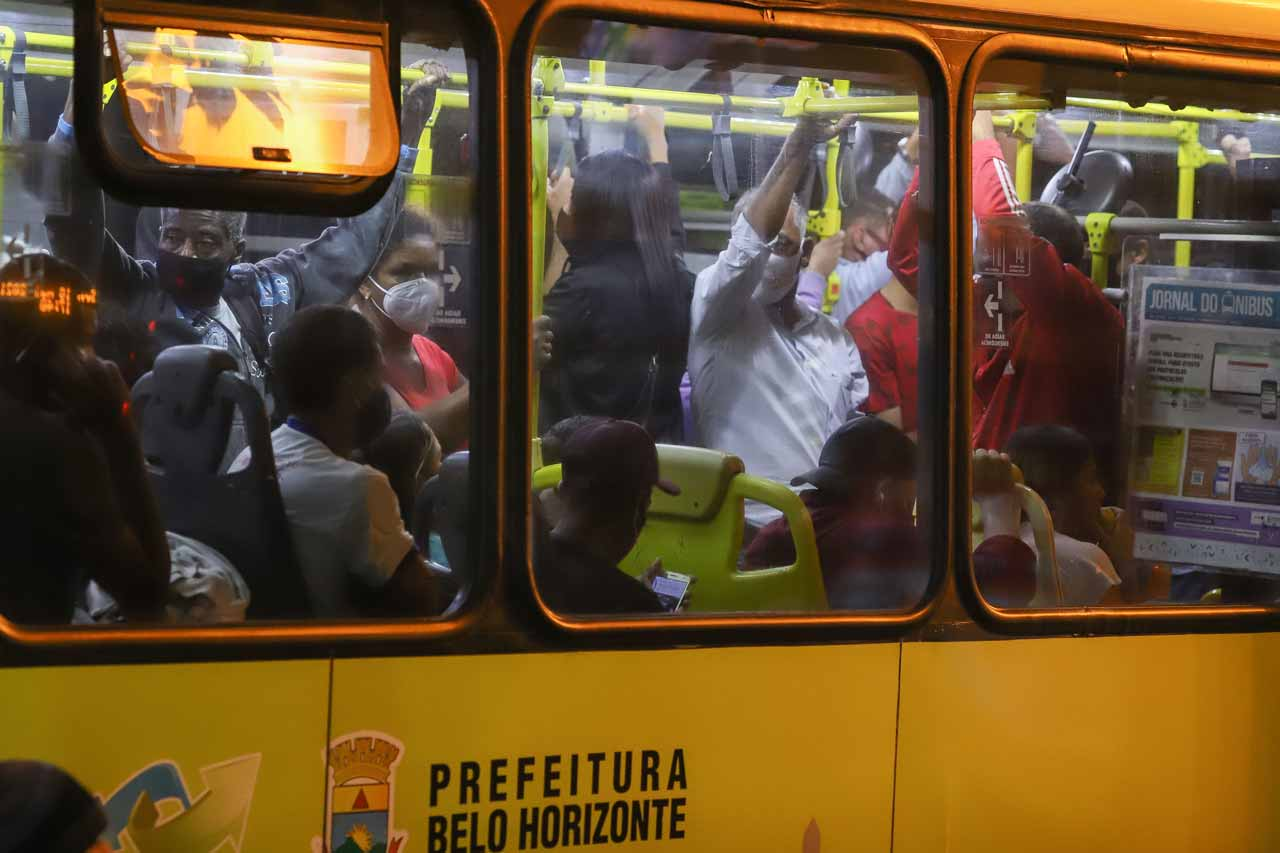 Média de passageiros caiu praticamente pela metade depois da pandemia, mas sensação de lotação permanece entre os usuários - Foto: Flávio Tavares