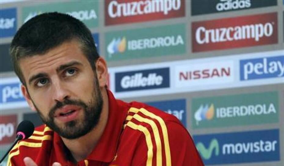 Piqué recebe homenagem da seleção espanhola após 100 jogos pelo país ... 7d7fce2652172