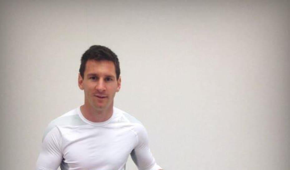 Messi recebe camisa do Corinthians depois de treino no Itaquerão ... 20e63ca7c6add
