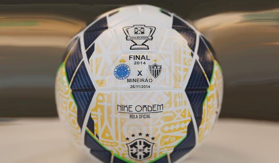 Torcedores já podem dar lances em leilão da bola da final da Copa BR ... 9afecdc6b4cfe