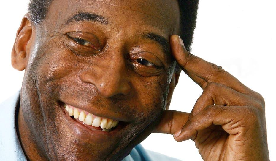 Pelé leiloa medalhas de campeão do mundo e bola do milésimo gol ... d5a30cb5530f5