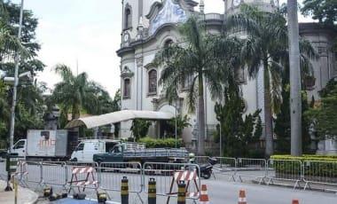 Esquema de segurança é preparado na igreja