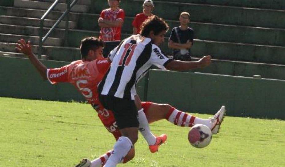 e102f1fb8d Guilherme mostra evolução e já foca clássico contra o Cruzeiro