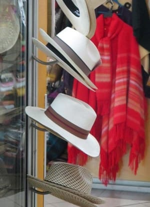 5442fd1f482c7 Chapéus Panamá são vendidos a bons preços até no aeroporto