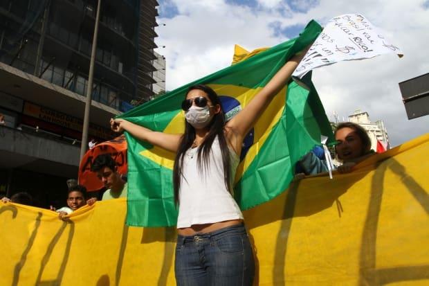 CIDADES BH MG: MANIFESTACAO.  FOTOS: DENILTON DIAS / O TEMPO / 17.6.2013