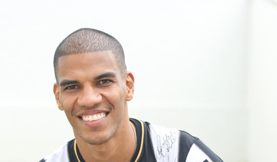 Esportes - Especial - Belo Horizonte MG Entrevista exclusiva com Leonardo  Leo Silva jogador zagueiro do a4599df84272d