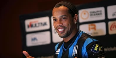 3fe17bc734b Ronaldinho falta treino e é cortado de jogo do Querétero
